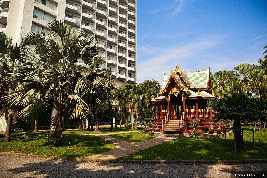 Храм на территории отеля Паттайя-Парк