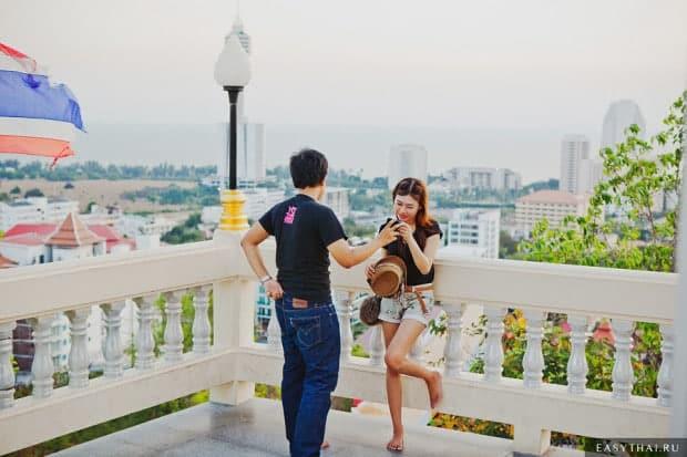 Туристы фотографируются на Пратамнак Хилл