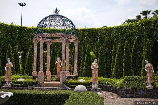 Беседка в европейском саду