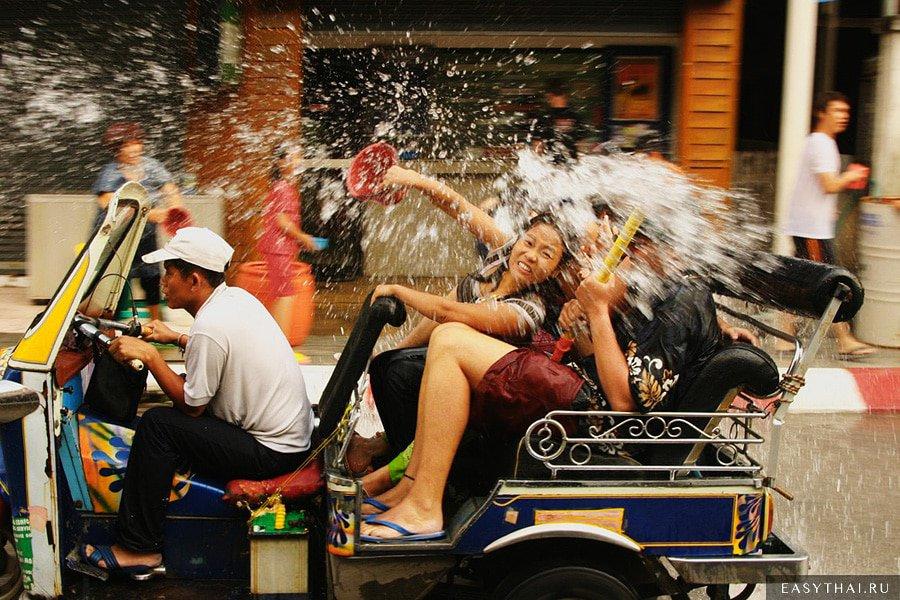 Празднование Сонгкрана в Таиланде