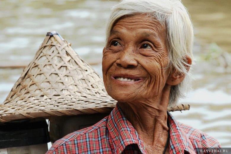 Улыбающаяся жительница Таиланда