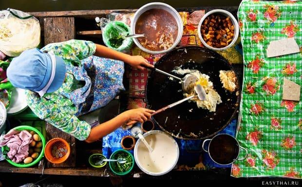 Передвижная кухня на плавучем рынке