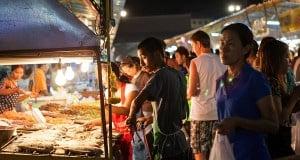 Ночной рынок в Паттайе (Thepprasit weekend market)