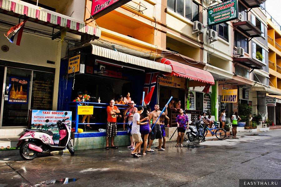 Сонгкран в Чианг-Мае
