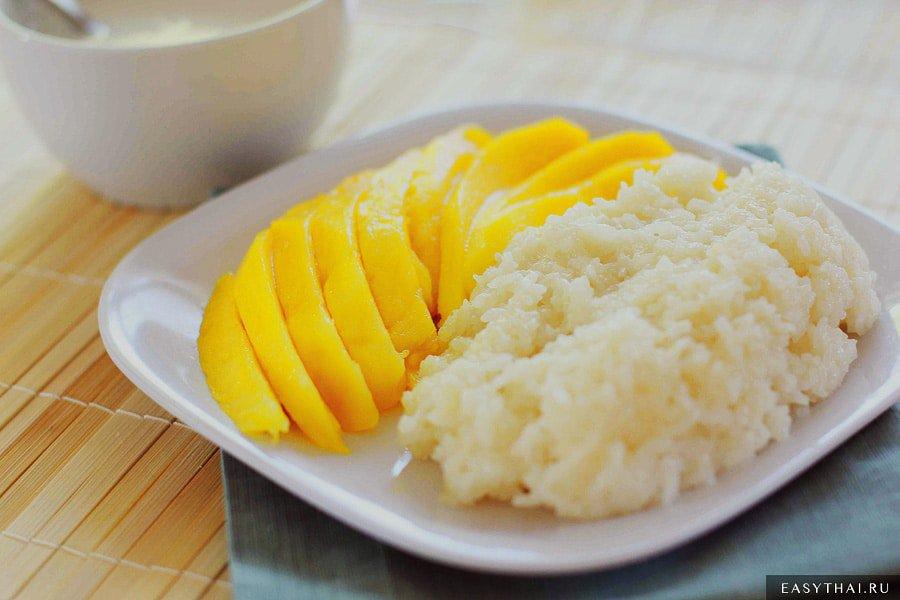 Сладкий липкий рис с манго и кокосовым молоком