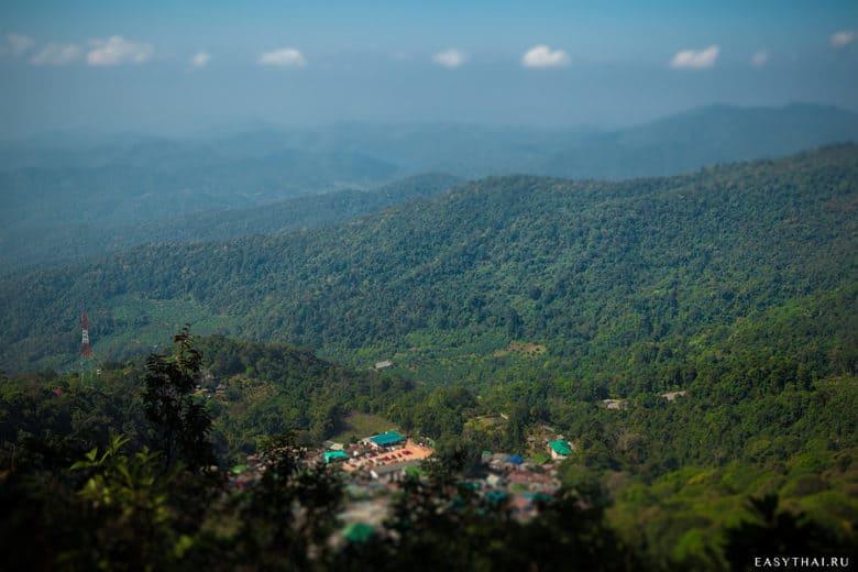 Вид на горы со смотровой площадки Дой Пуй
