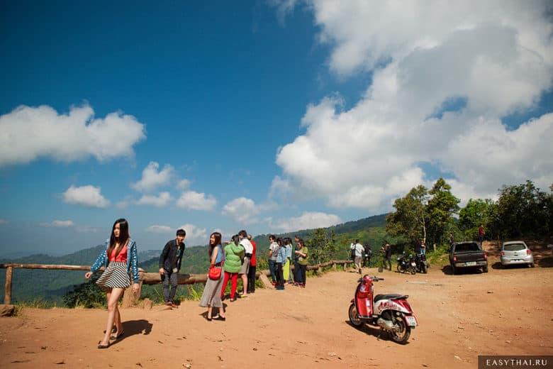 Туристы на  Doi Pui Viewpoint