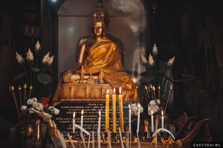 Внутри храма Ват Умонг