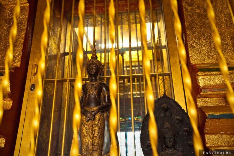 Статуя Будды в храме Чианг Ман