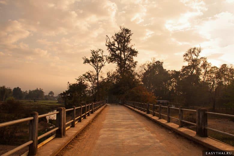 Мост в тайской деревне
