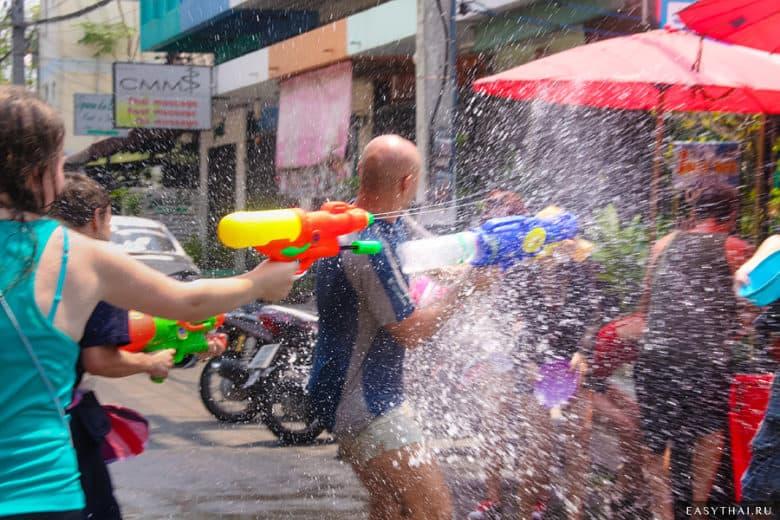 Водные перестрелки в сонгкран 2014