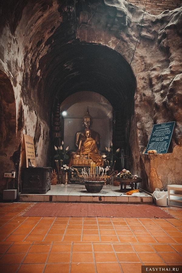 Статую Будды в Ват Умонг