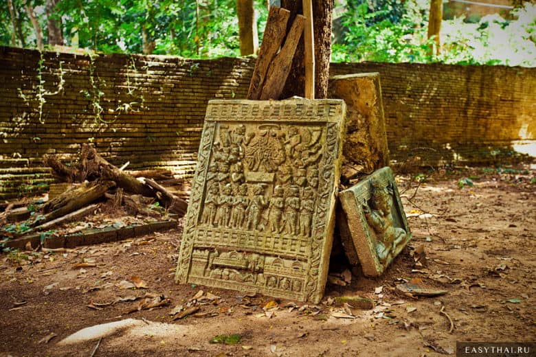 старинные барельефе в Таиланде