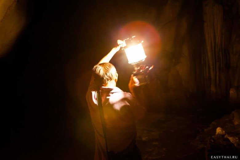 Проводник с керосиновой лампой