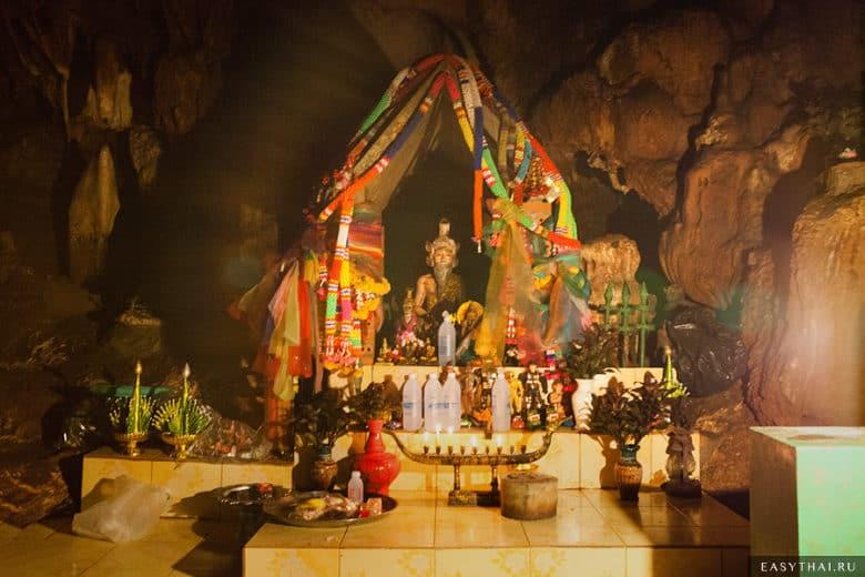 Подземный храм в пещере Чианг Дао