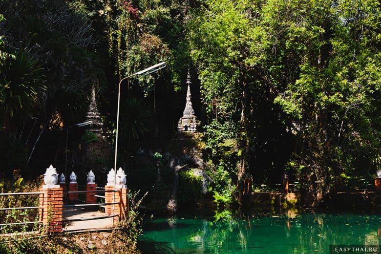 Озеро у входа в пещеру Чианг Дао