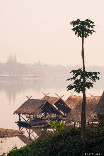 Домики на воде у озера Хуай Тынг Тао