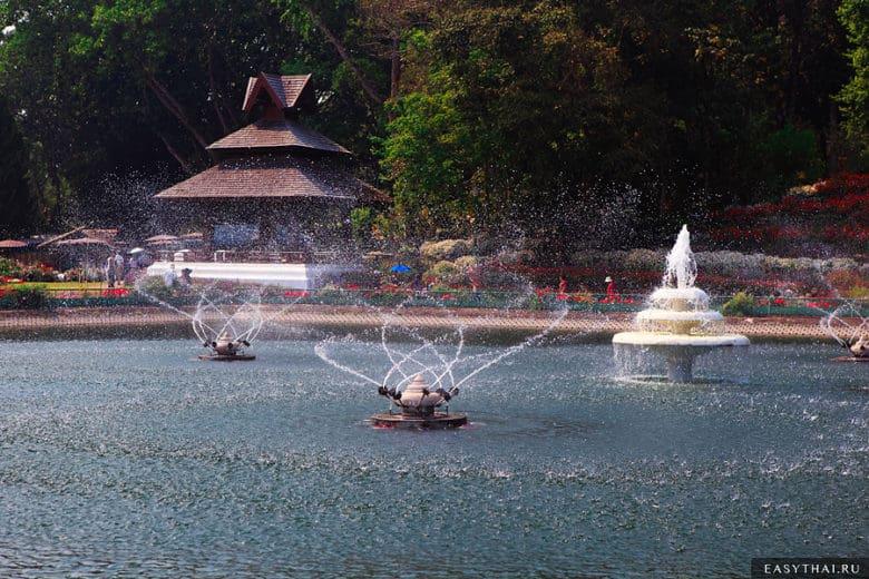 Поющие фонтаны в Пхубинг Пэлэс