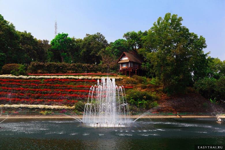 Резервуар с водой в резиденции Пхубинг Пэлэс