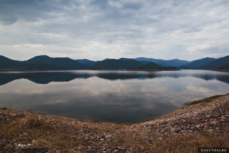 Дамба и озеро в Чиангмае