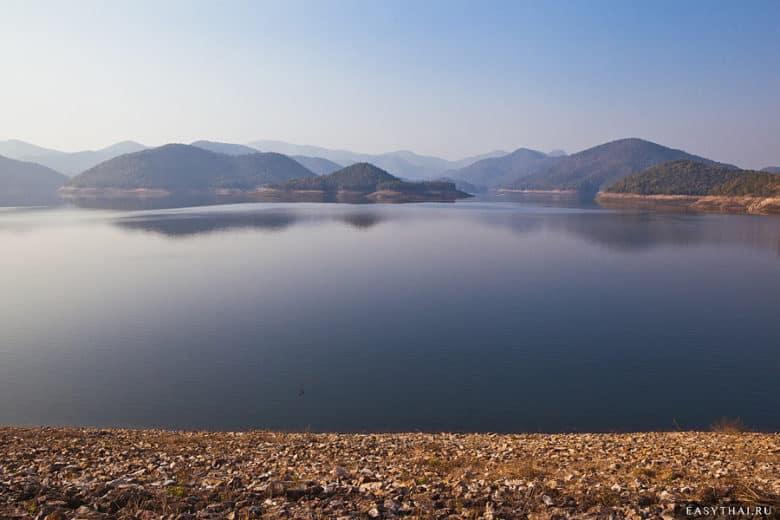 Озеро Mae Kuang Dam